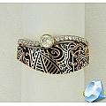 Золотое кольцо с фианитами и черной эмалью